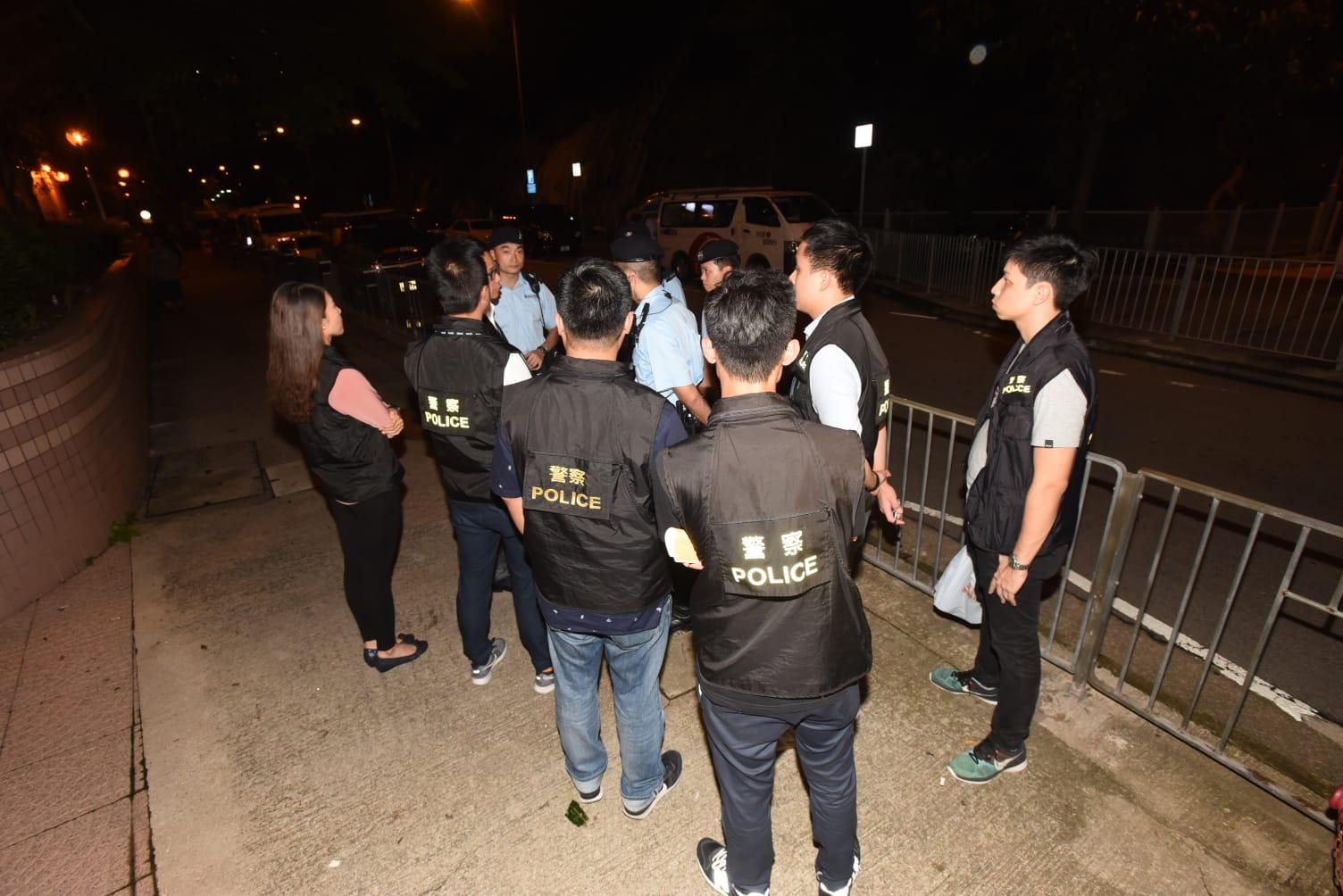 警員晚上加強巡邏