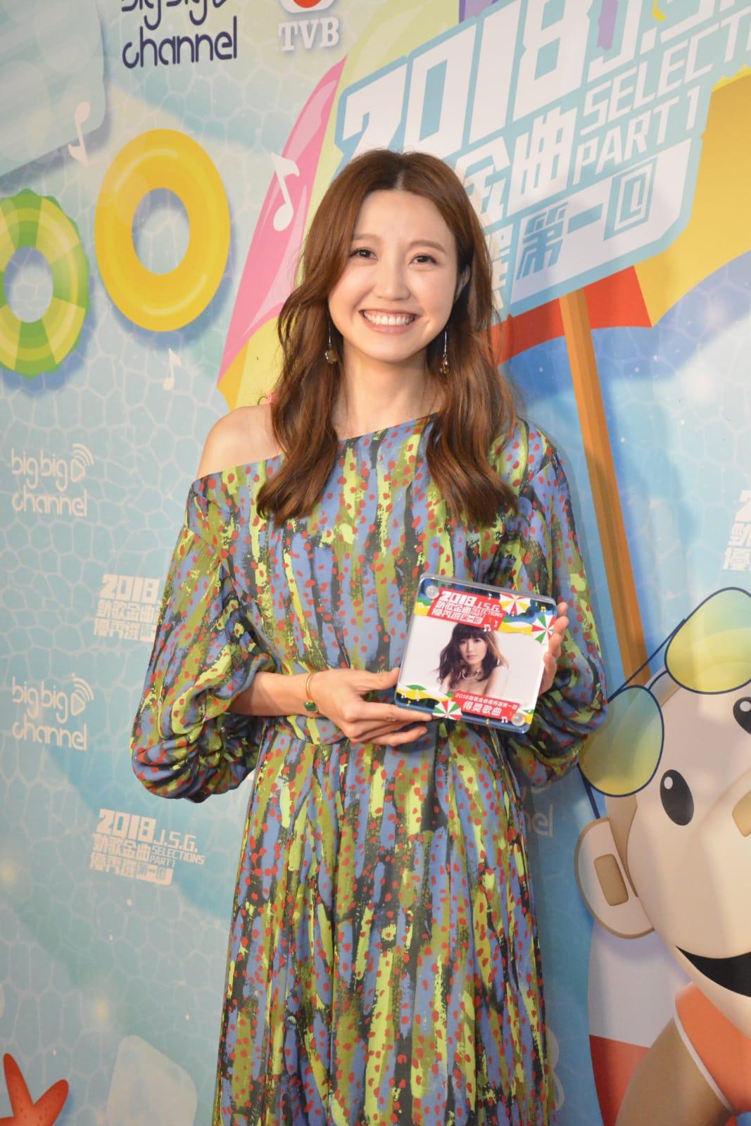 Jinny憑《別再記起》一曲入選《勁歌金曲優秀選第一回》。