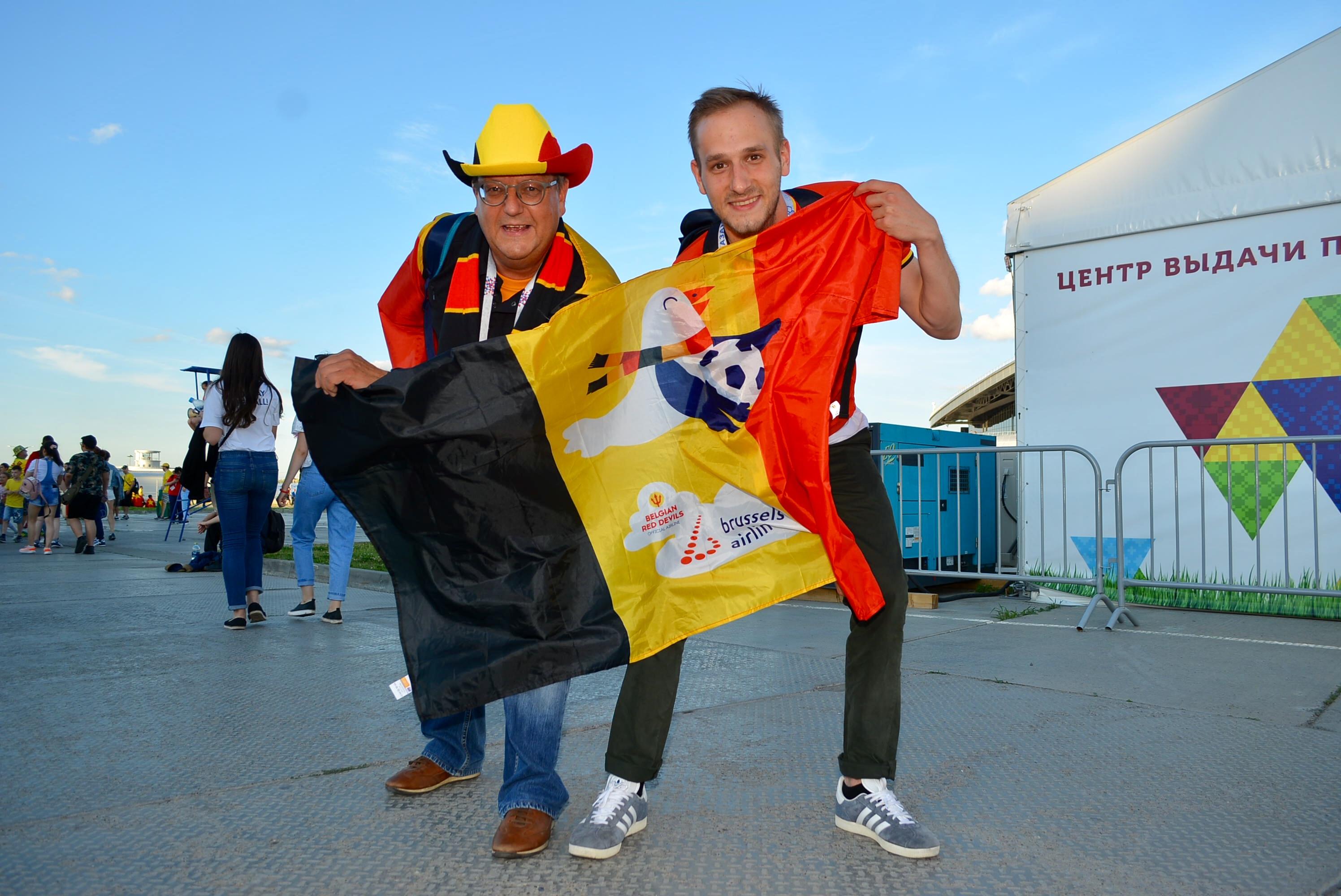 比利時球迷Didier(右)直斥英格蘭為走綫輸波屬懦夫行為。