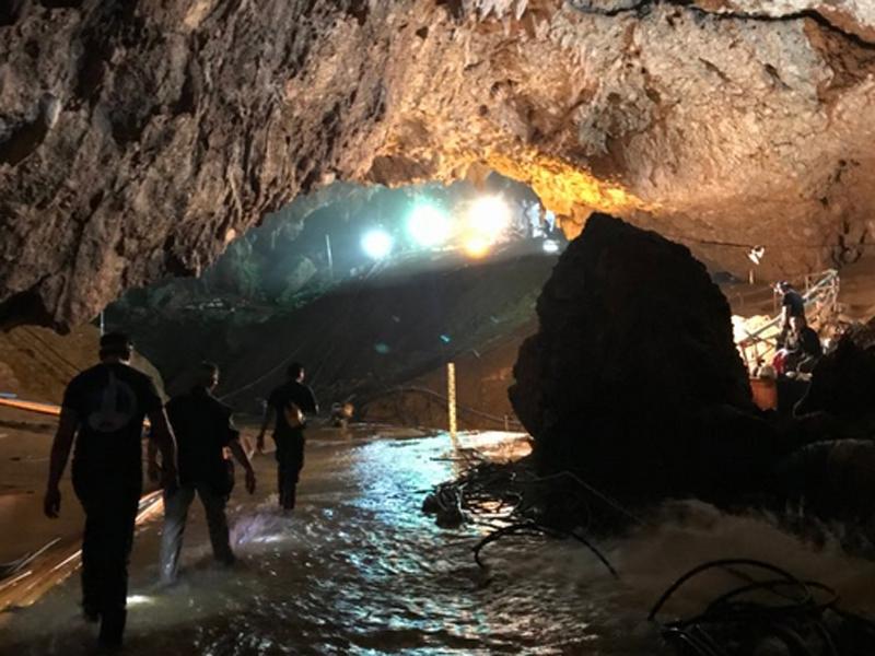 有醫生指洞穴裏充滿各種病菌,從蝙蝠到髒水,那裏的一切都很髒(網圖)