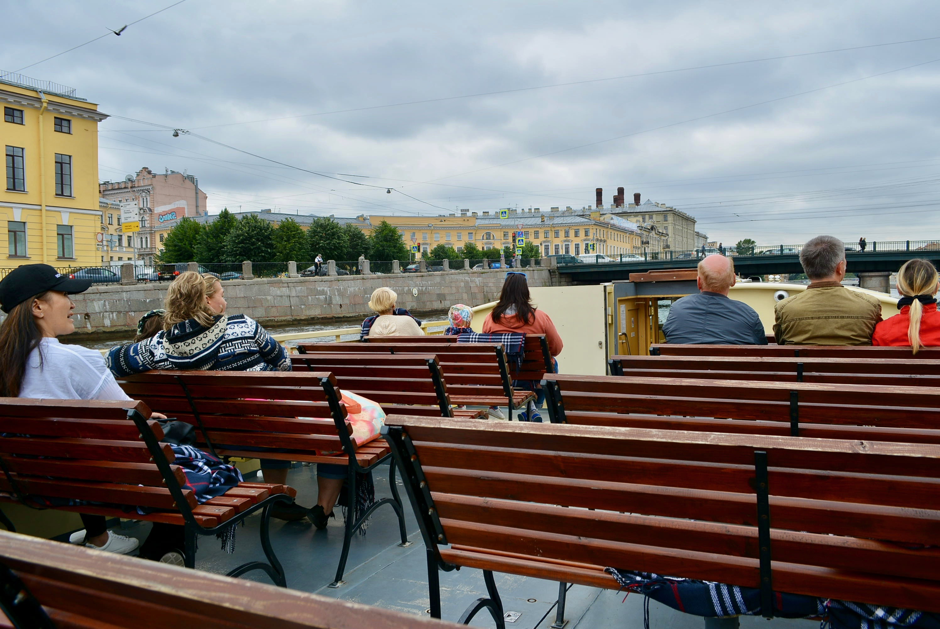 遊客可乘坐遊覽船,沿河欣賞聖彼得堡風光。