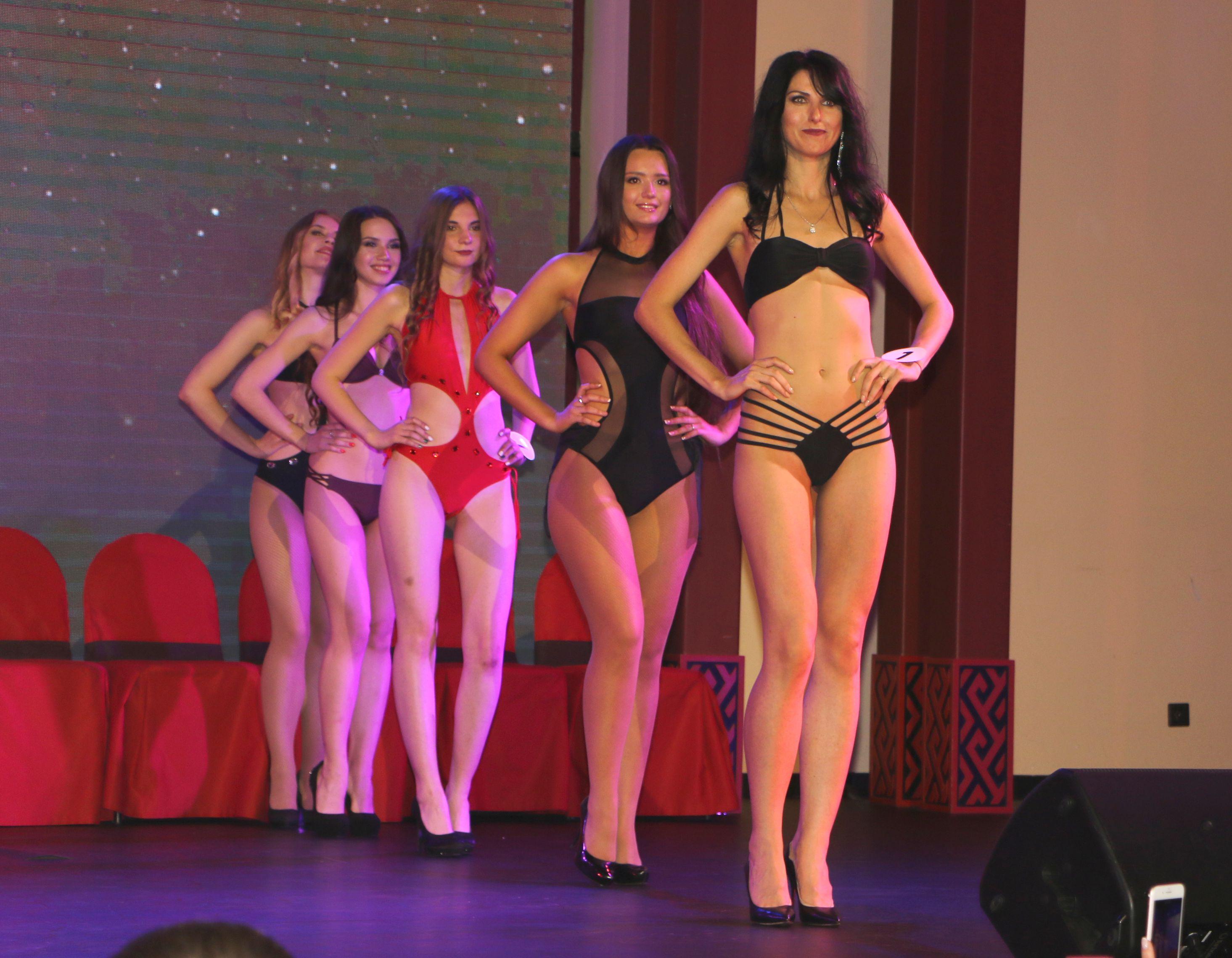 俄國少女自小對相貌有信心,也從不吝嗇展示驕人身材。
