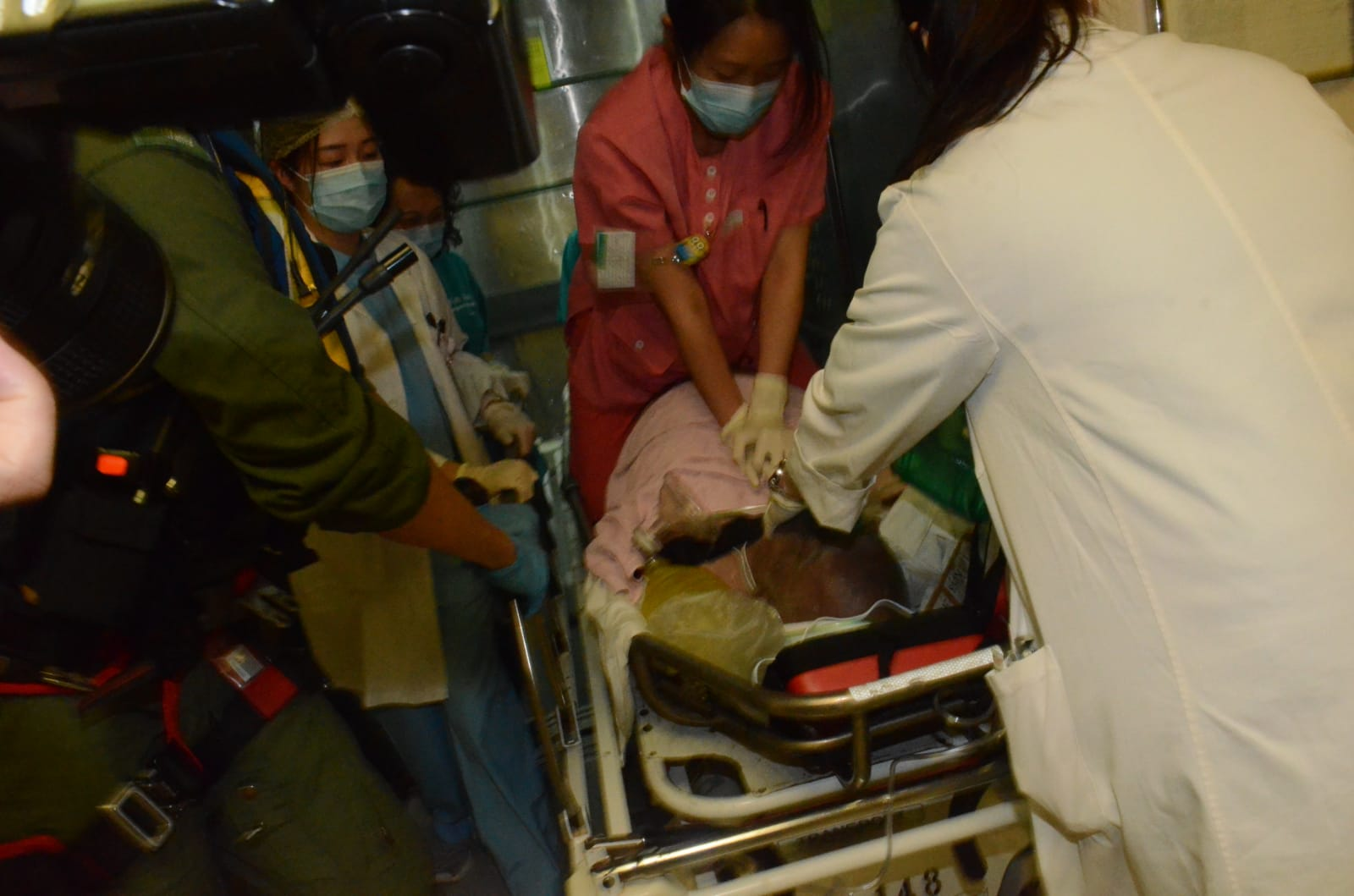 男子昏迷,送往東區醫院。