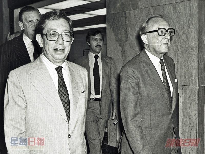 在一九八一年,卡靈頓(右)曾經訪問北京及香港,商討香港九七前途問題。資料圖片