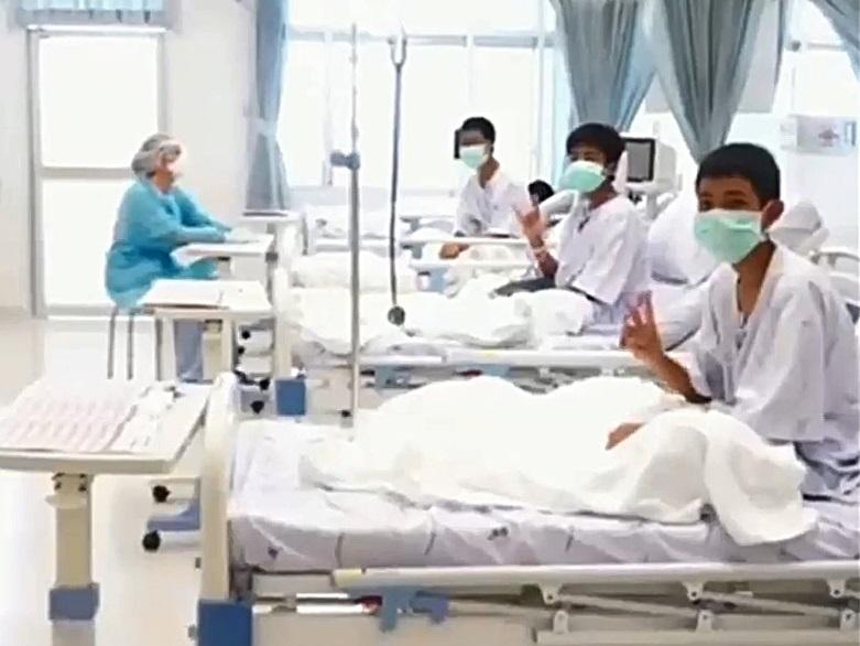 泰國少足隊成員獲救後影片首曝光。