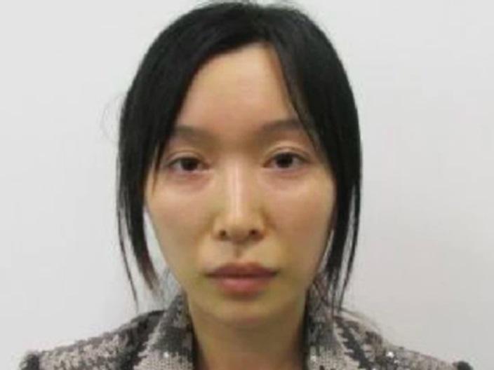 墨爾本華人時裝設計師邱善蓮因被控走私毒品而被通緝。