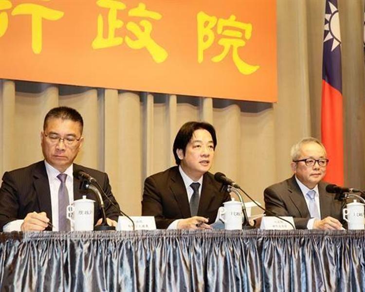 行政院長賴清德 (左二)宣布內閣改組名單。