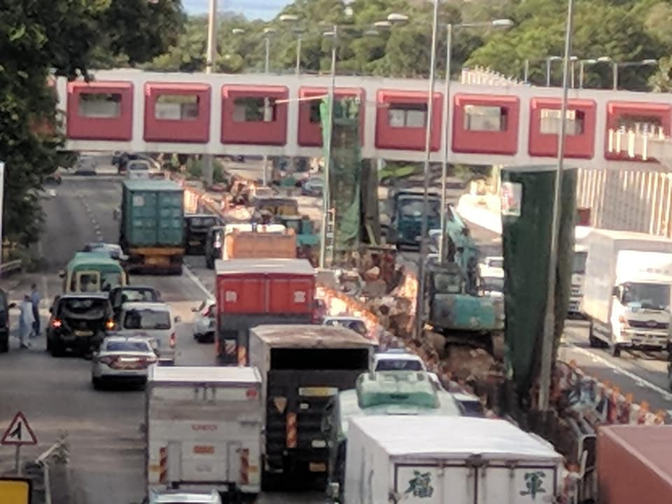 屯門公路4車相撞。網民Benjamin Kwong圖片