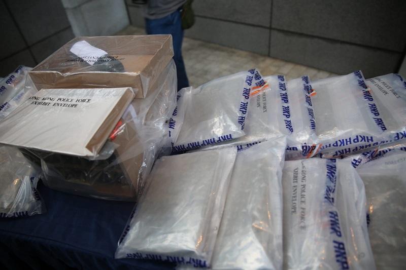 警方搜獲一批證物。徐裕民攝