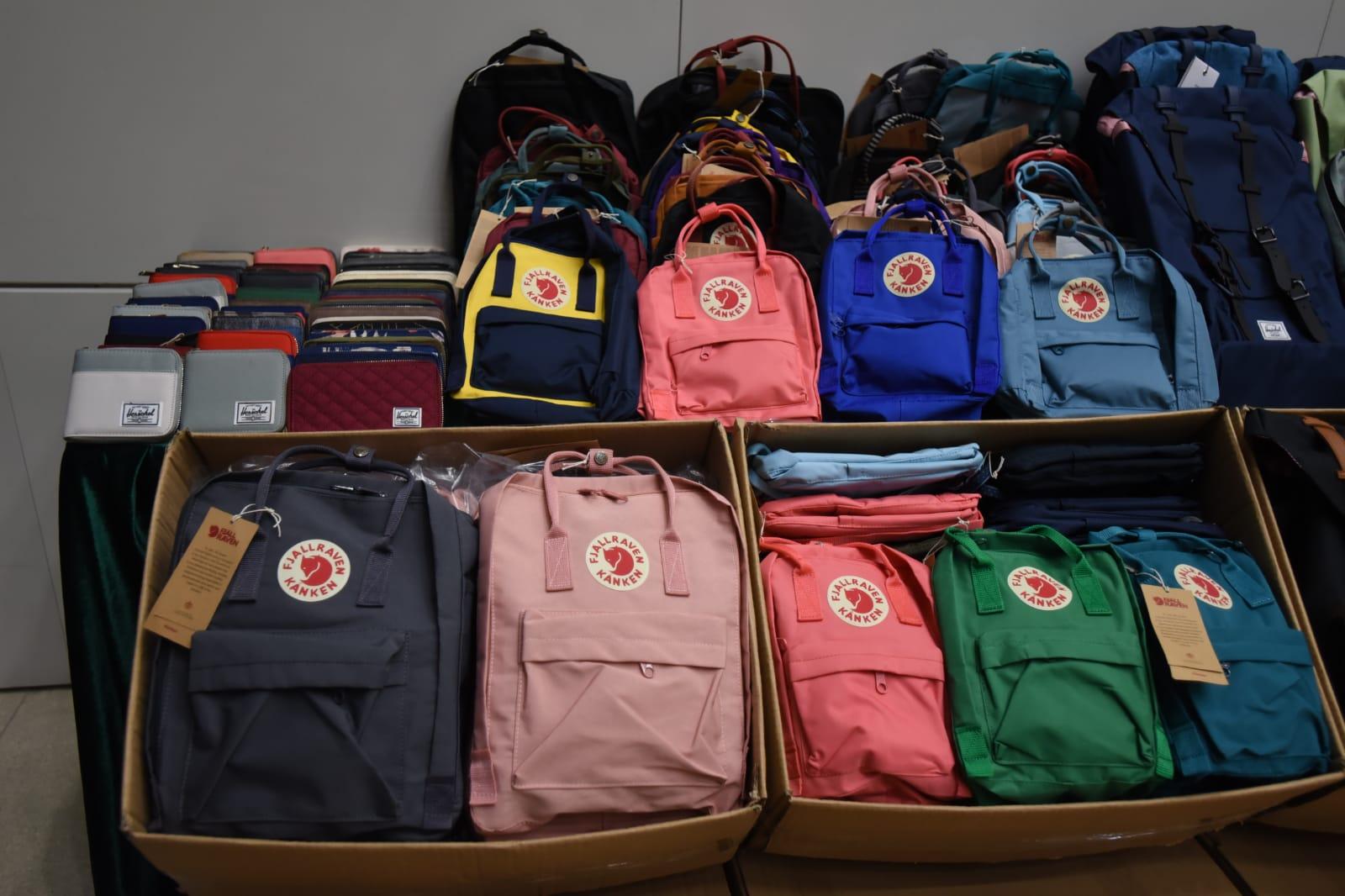 檢獲的懷疑冒牌貨品,包括背囊、袋及銀包。