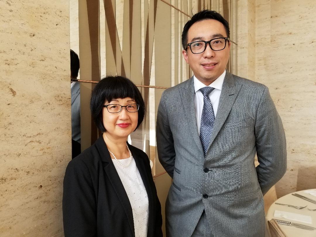 黃進達(右)表示,本月底及今年第3季將組織業界到大灣區城市進行考察。旁為新華旅遊總經理蘇子楊。
