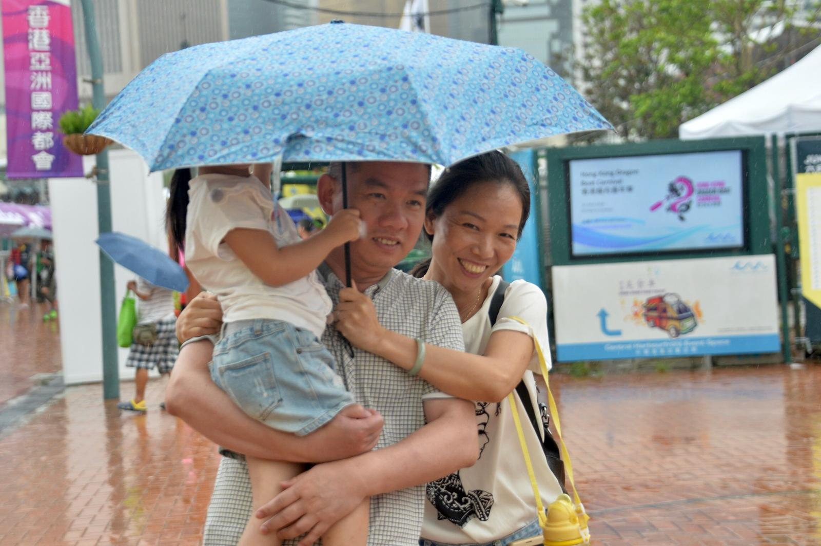 明日雨勢有時頗大及有幾陣狂風雷暴,氣溫25至28度。