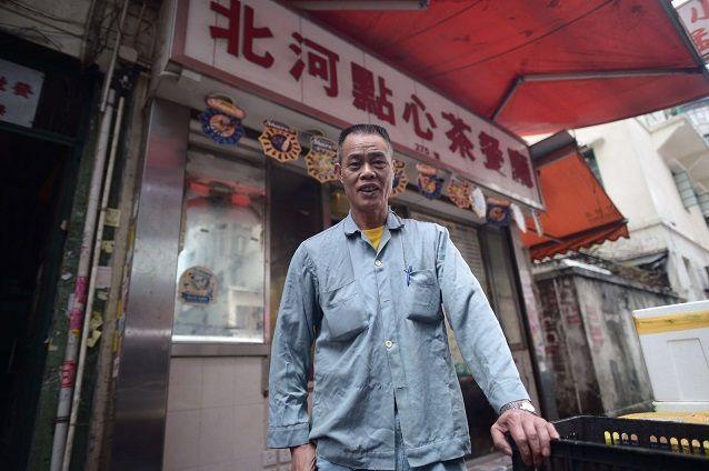 於深水埗經營北河燒臘飯店及義贈飯盒的「明哥」陳灼明。資料圖片