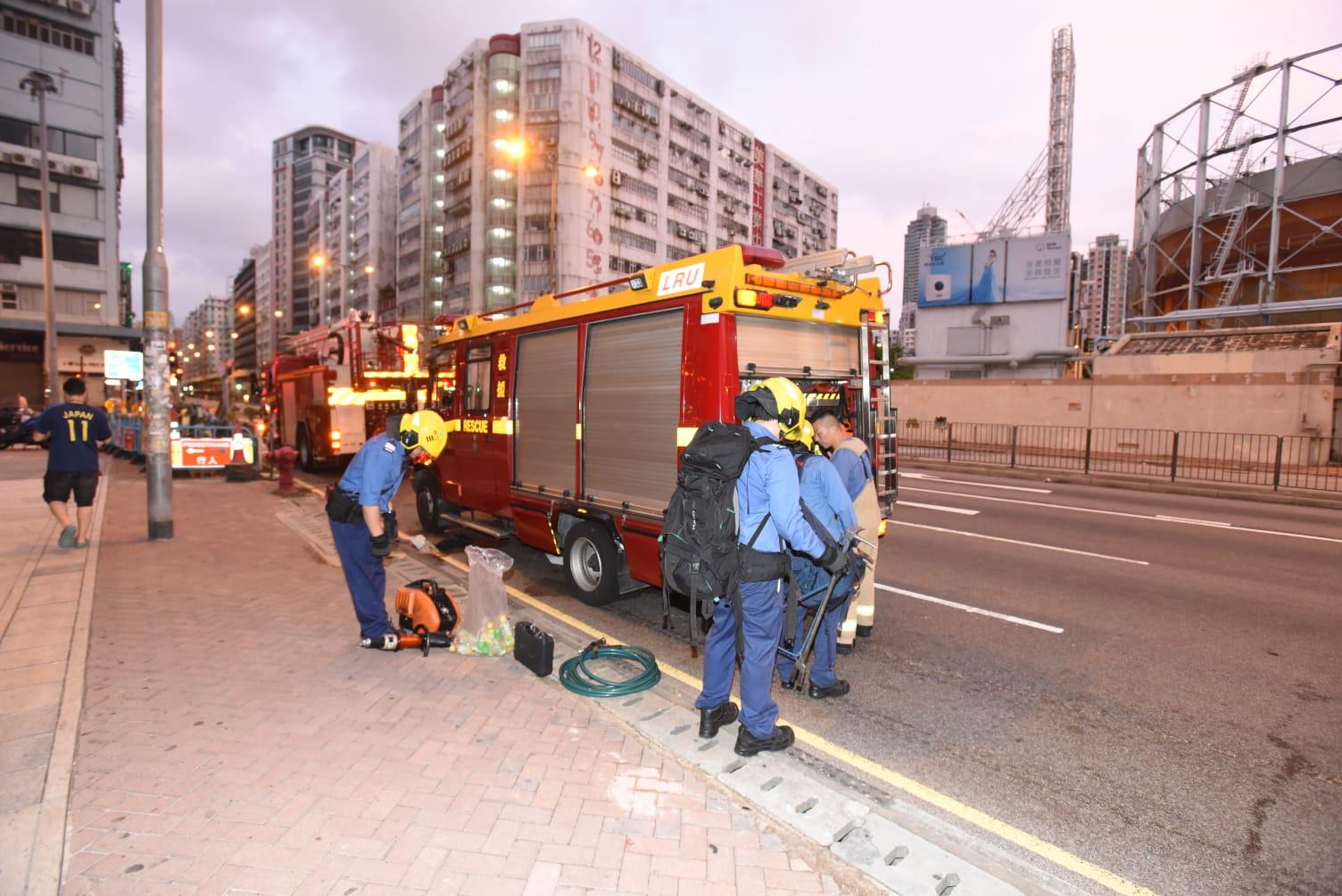 警方及消防到場戒備。