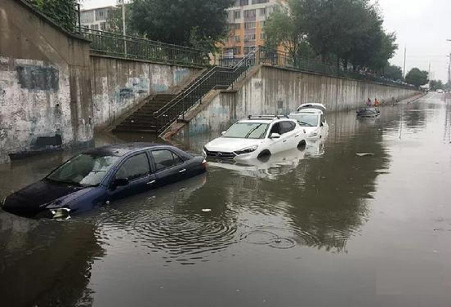 北京市内出現水浸。網上圖片