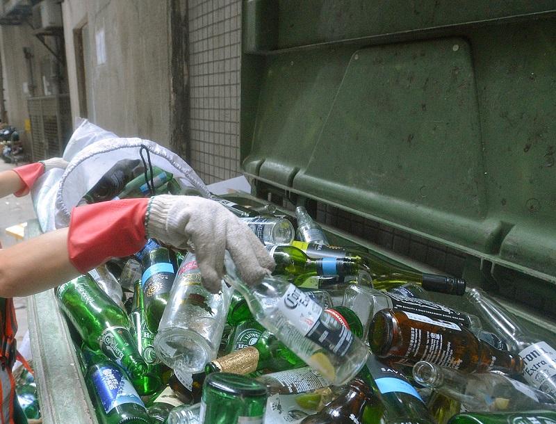 林淑儀表示,玻璃樽徵費會於今年第四季提交報告時交代。 資料圖片