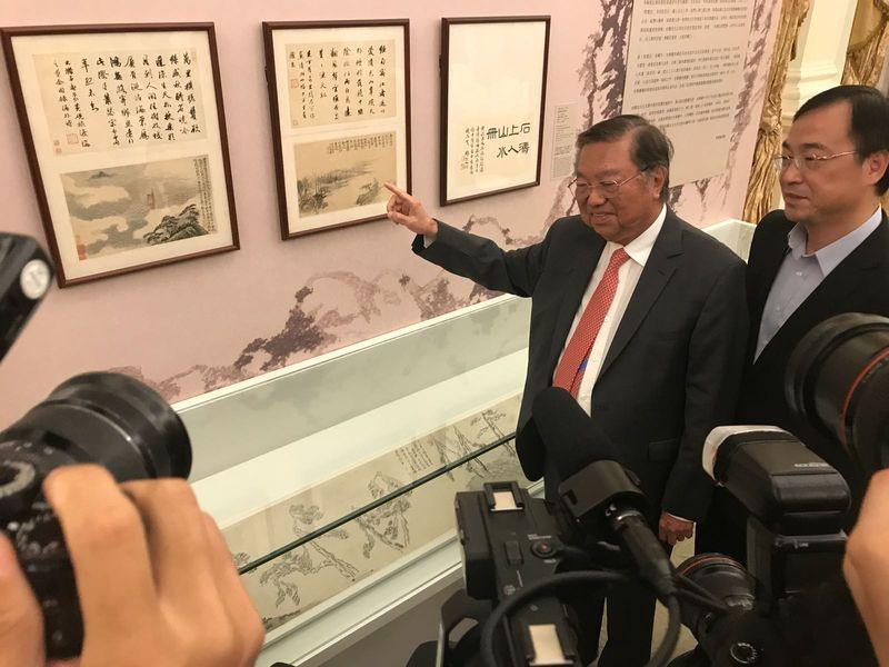 何世柱捐出逾38億元珍藏中國書畫。