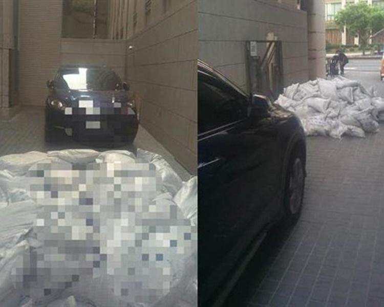 不忿落貨位被霸佔,司機怒搬180沙包阻出入。網上圖片