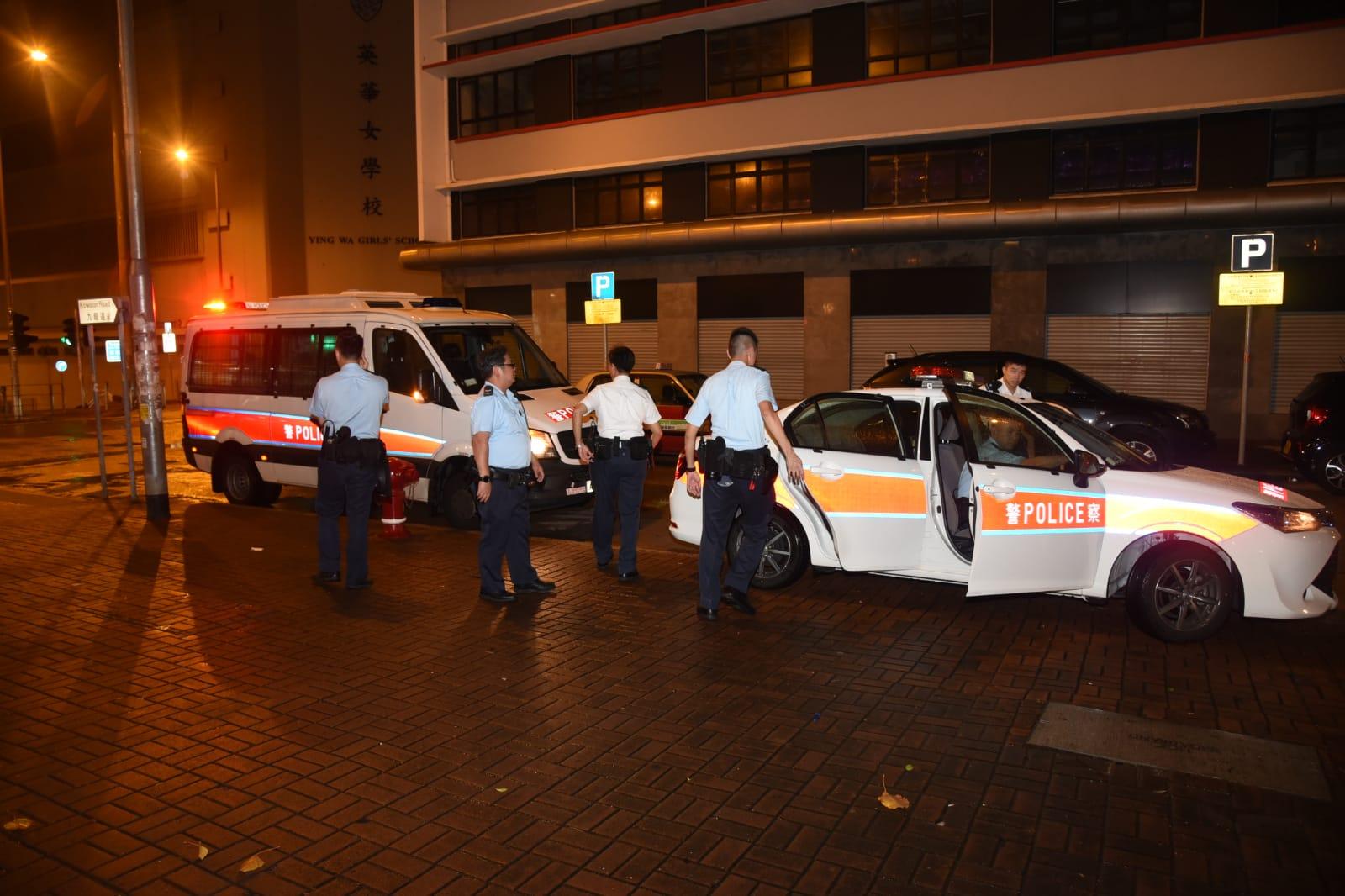警方現正通緝7名年約30至40歲的涉案南亞男子。