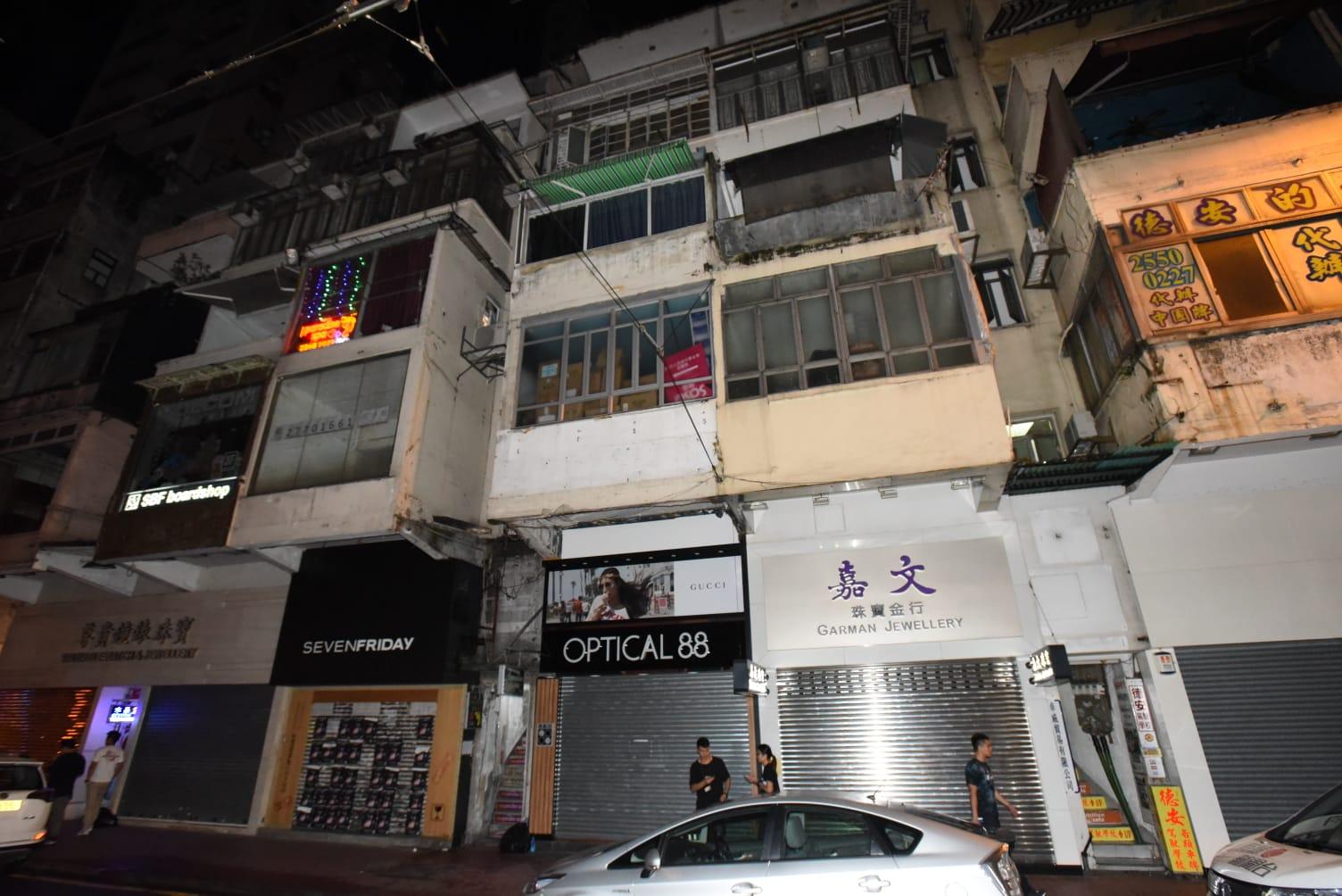 海關相信該名男疑犯於鬧市租用單位設毒品倉庫,方便於暑假期間供應毒品予附近娛樂場所。