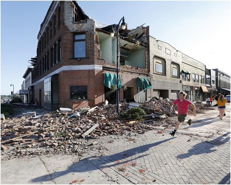 馬歇爾鎮多處建築物被破壞。AP
