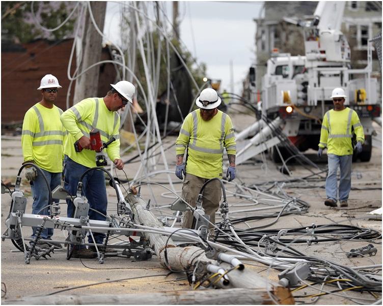 中部地區3個市鎮至少17人受傷。AP