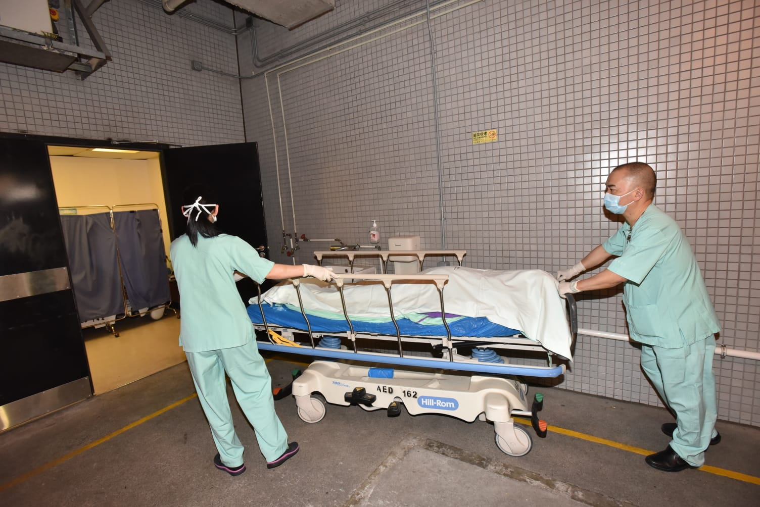 事主送東區醫院搶救後不治。