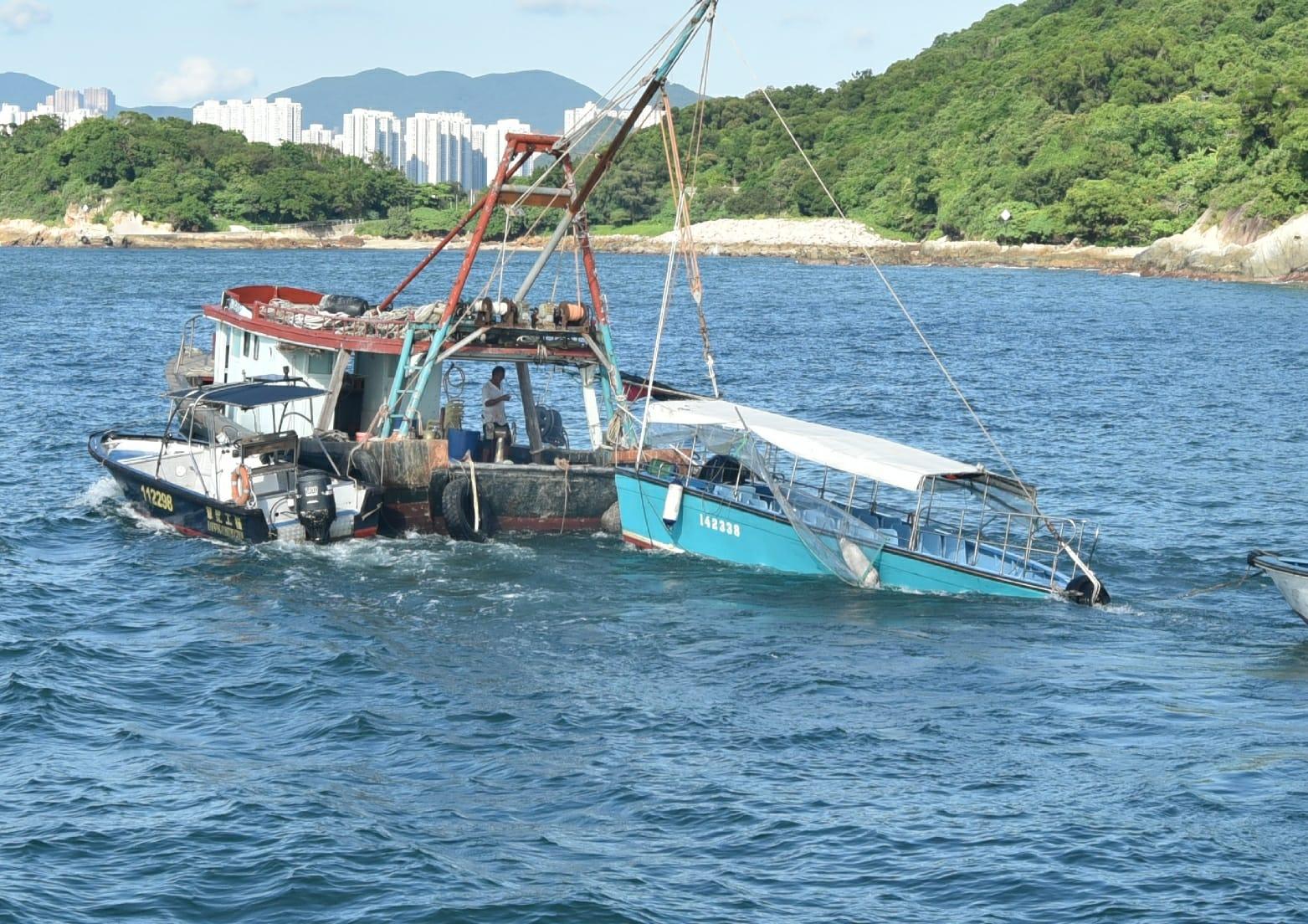涉事船隻被拖走