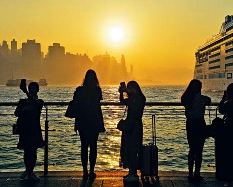 上半年訪港旅客突破3000萬人次,較去年同期升超過一成。資料圖片