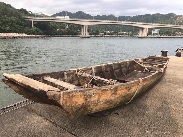 行動中撿獲一艘涉嫌用作走私用途的木船。  警方提供圖片