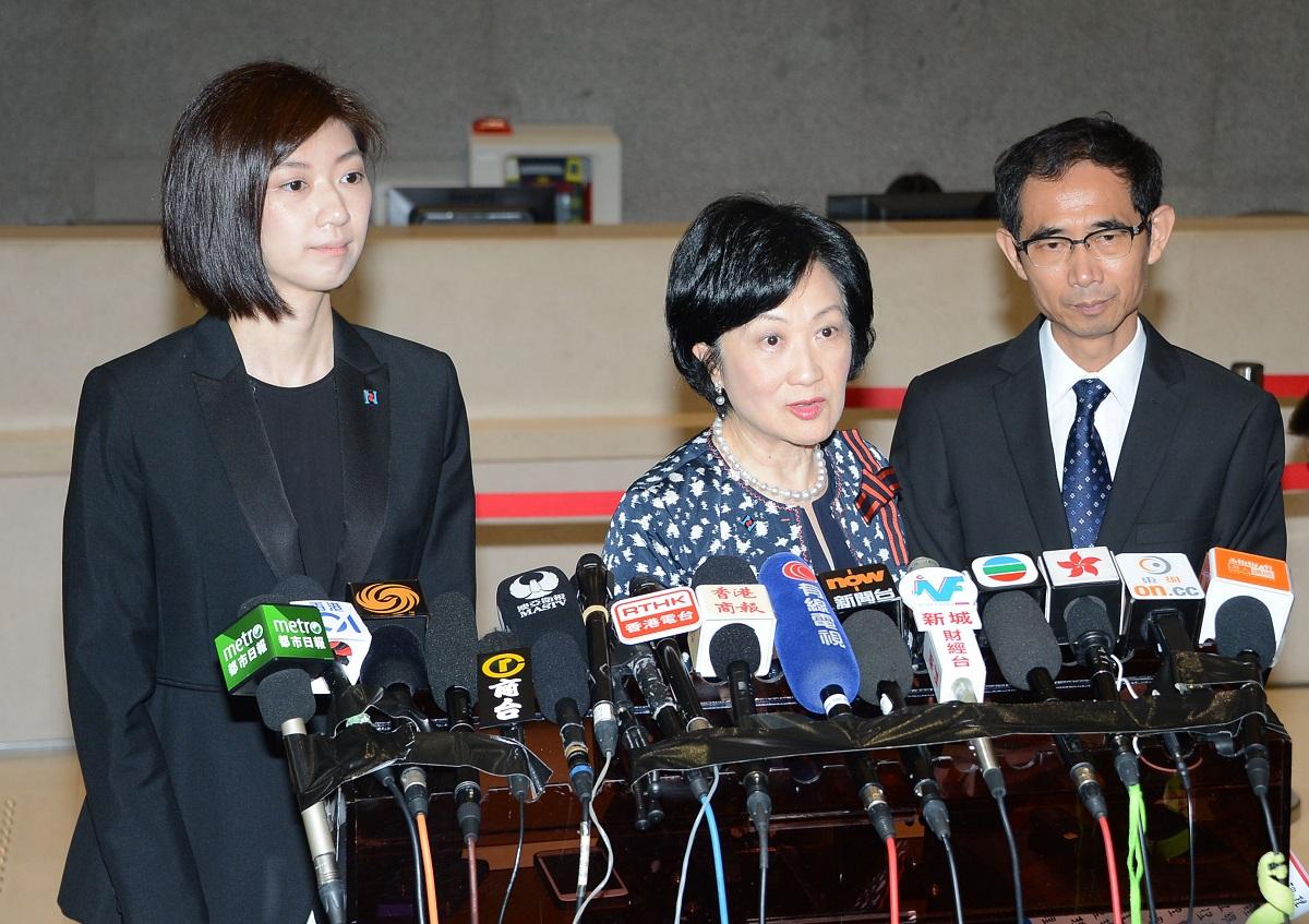 傳立法會議員容海恩下月奉子成婚(左)。