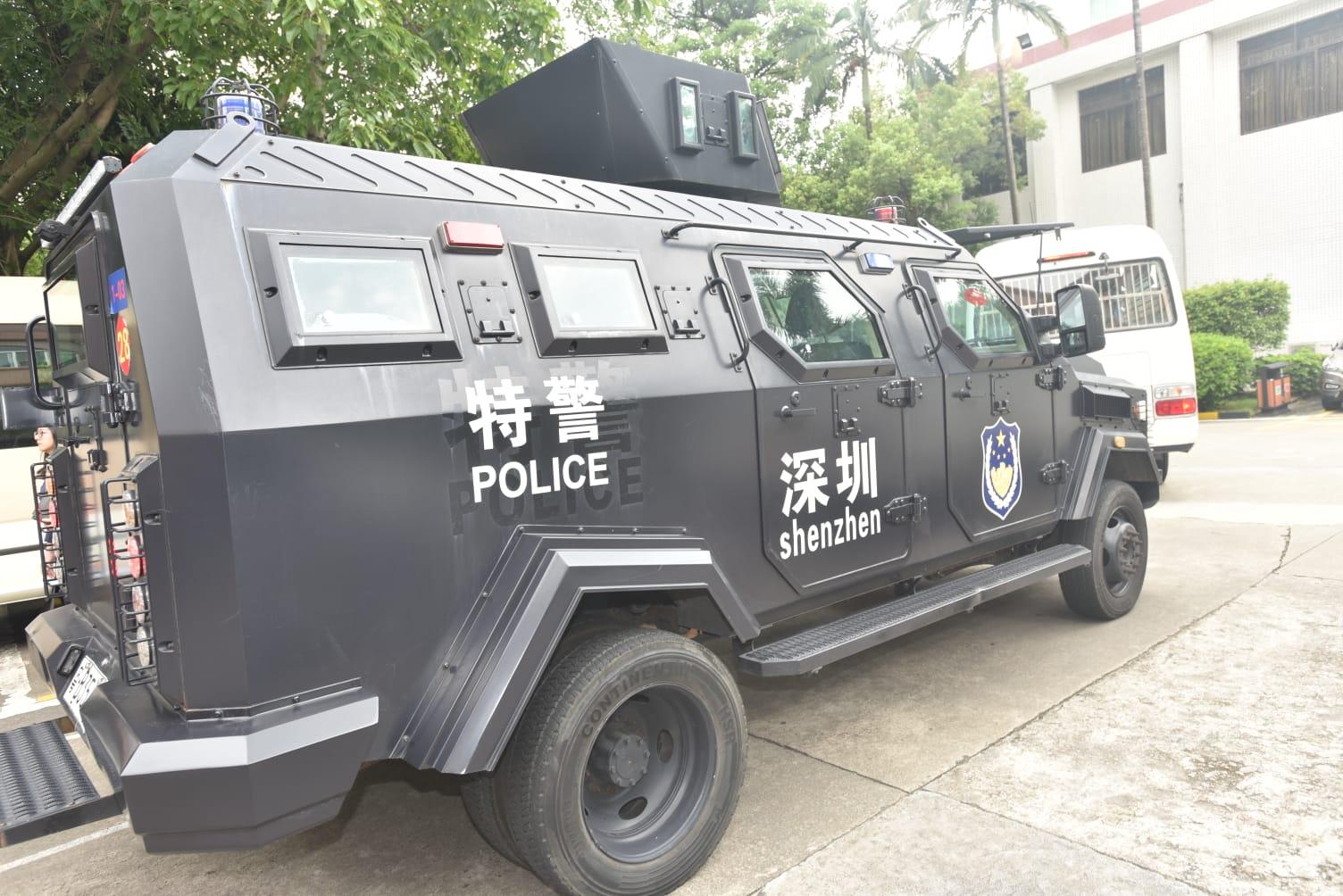 疑犯由深圳公安在深圳第一看守所押往皇崗邊境。