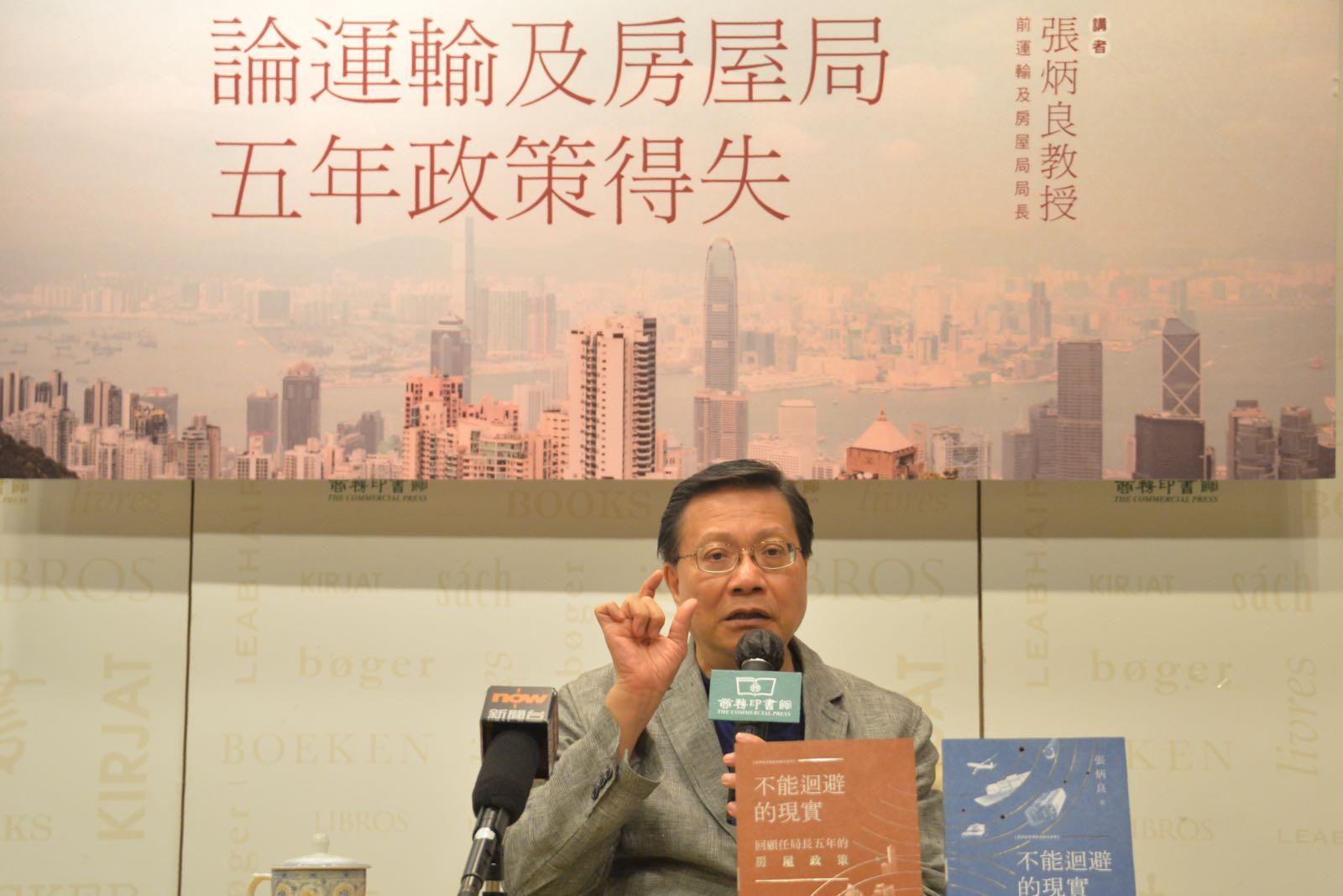 張炳良指,政府增加土地房屋供應必須多管齊下,不能單靠填海, 應增加建築高度。盧江球攝