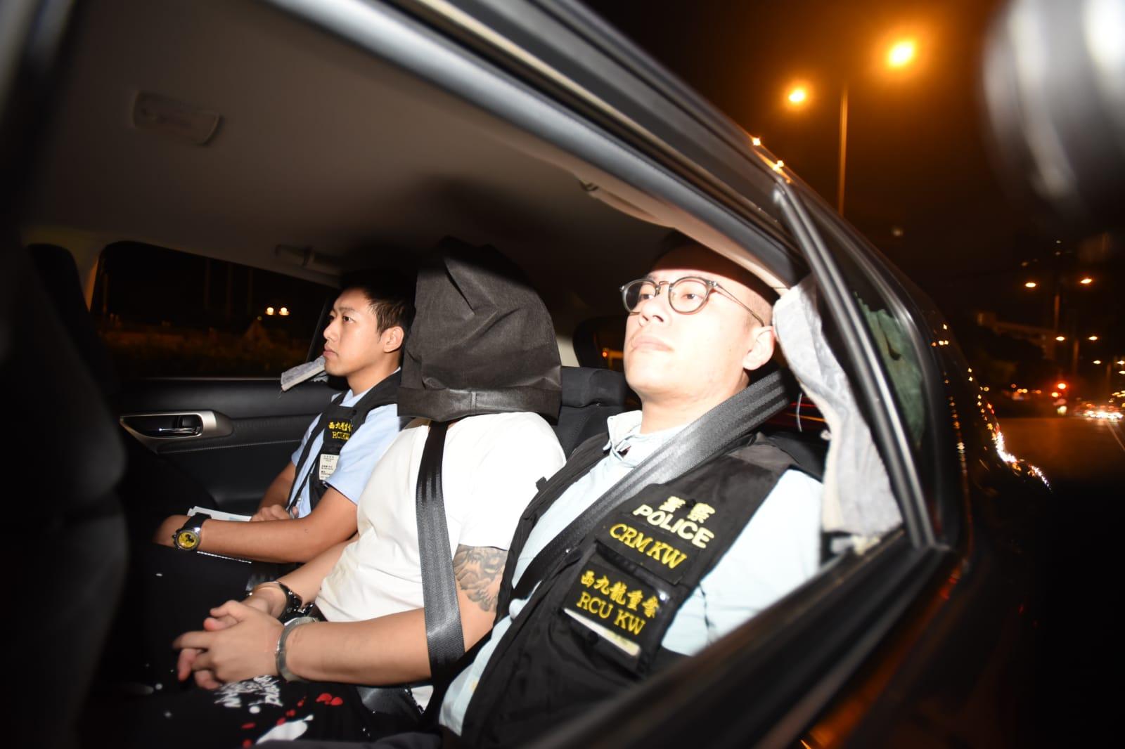 警方將疑犯押返至西九龍總區警察總部。尹敬堂攝