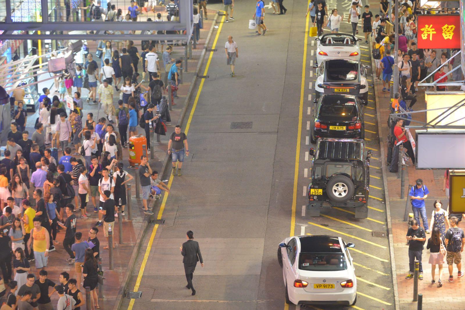 旺角「殺街」後首個周末,西洋菜街恢復行車。梁譽東攝