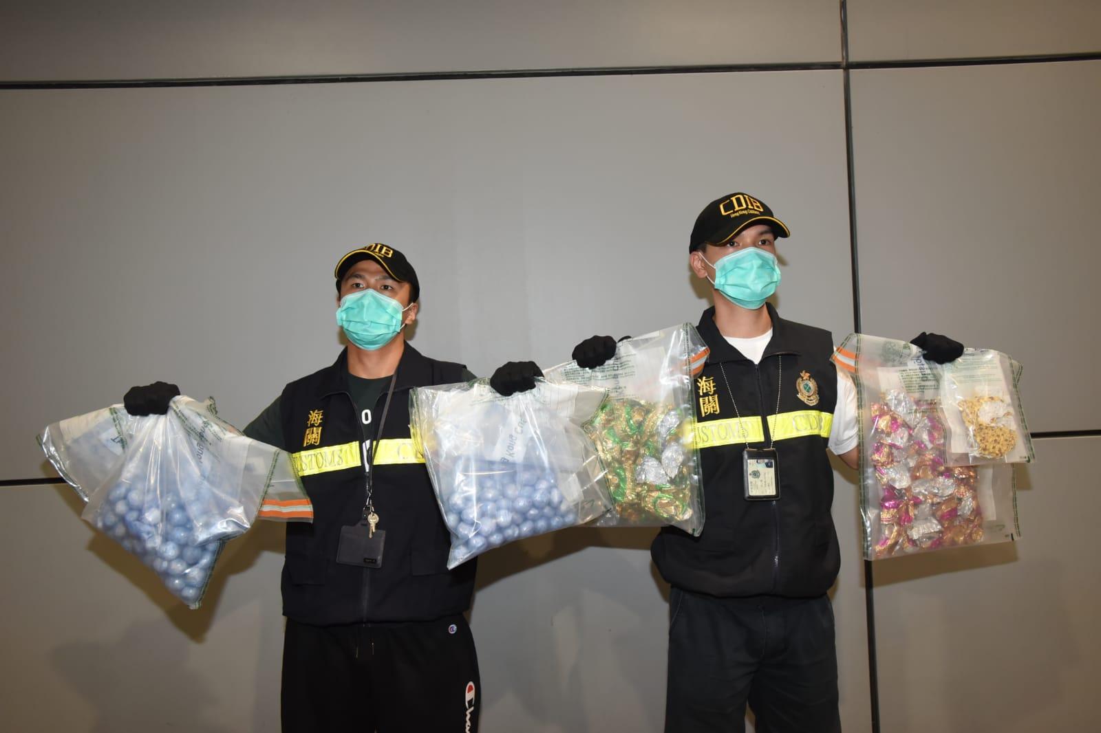海關人員在被捕女子行李中,檢獲約2.2公斤冰毒,市值約120萬元。尹敬堂攝
