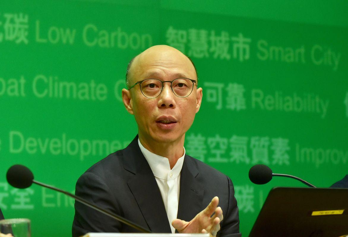 環境局局長黃錦星表示,回收商最遲第三天除舊,是政府可接受的底線。資料圖片