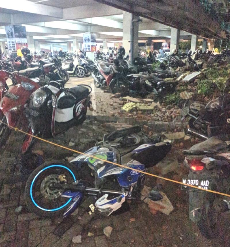 峇里島有建築物受損。網上圖片