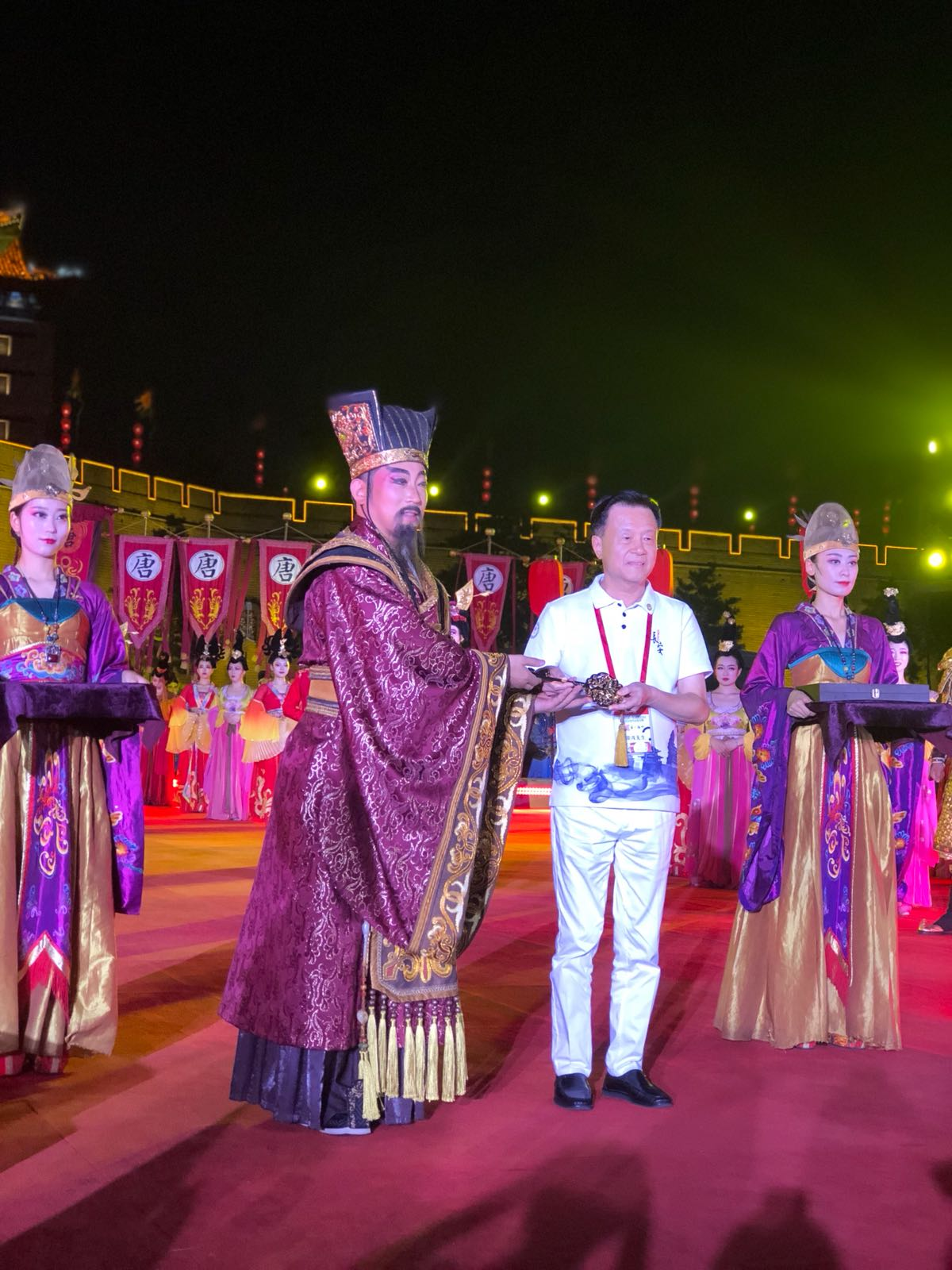 當地政府舉行城牆迎賓入城儀式
