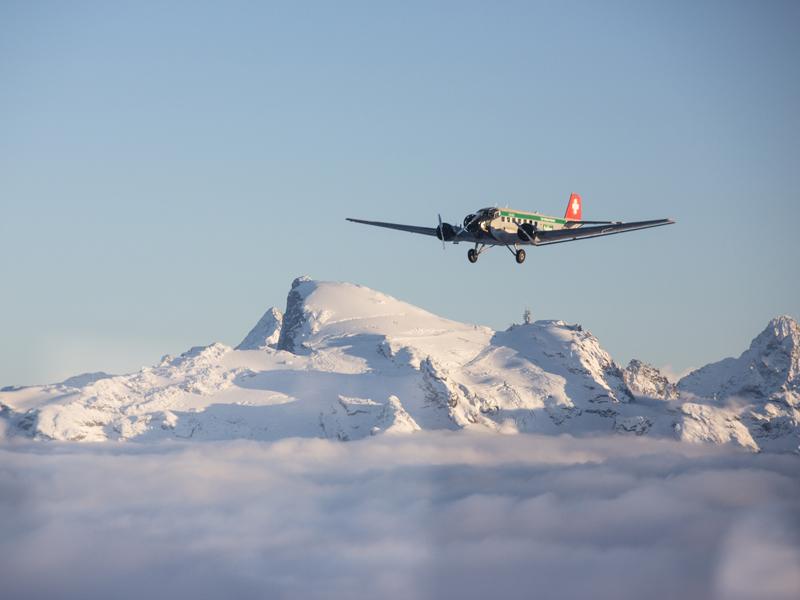 二戰古董飛機墜落瑞士山區,機上20人全部遇難。AP資料圖片