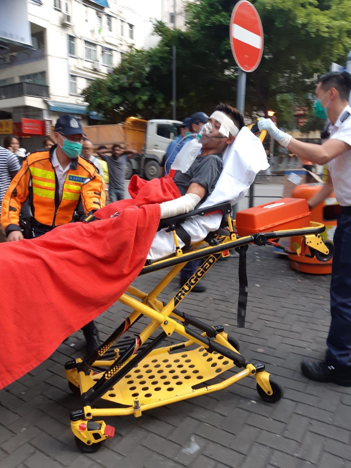 深水埗越南籍男子遭斬傷送院。讀者提供