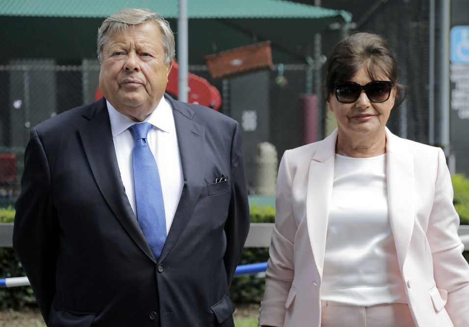 梅拉尼婭的父母。AP