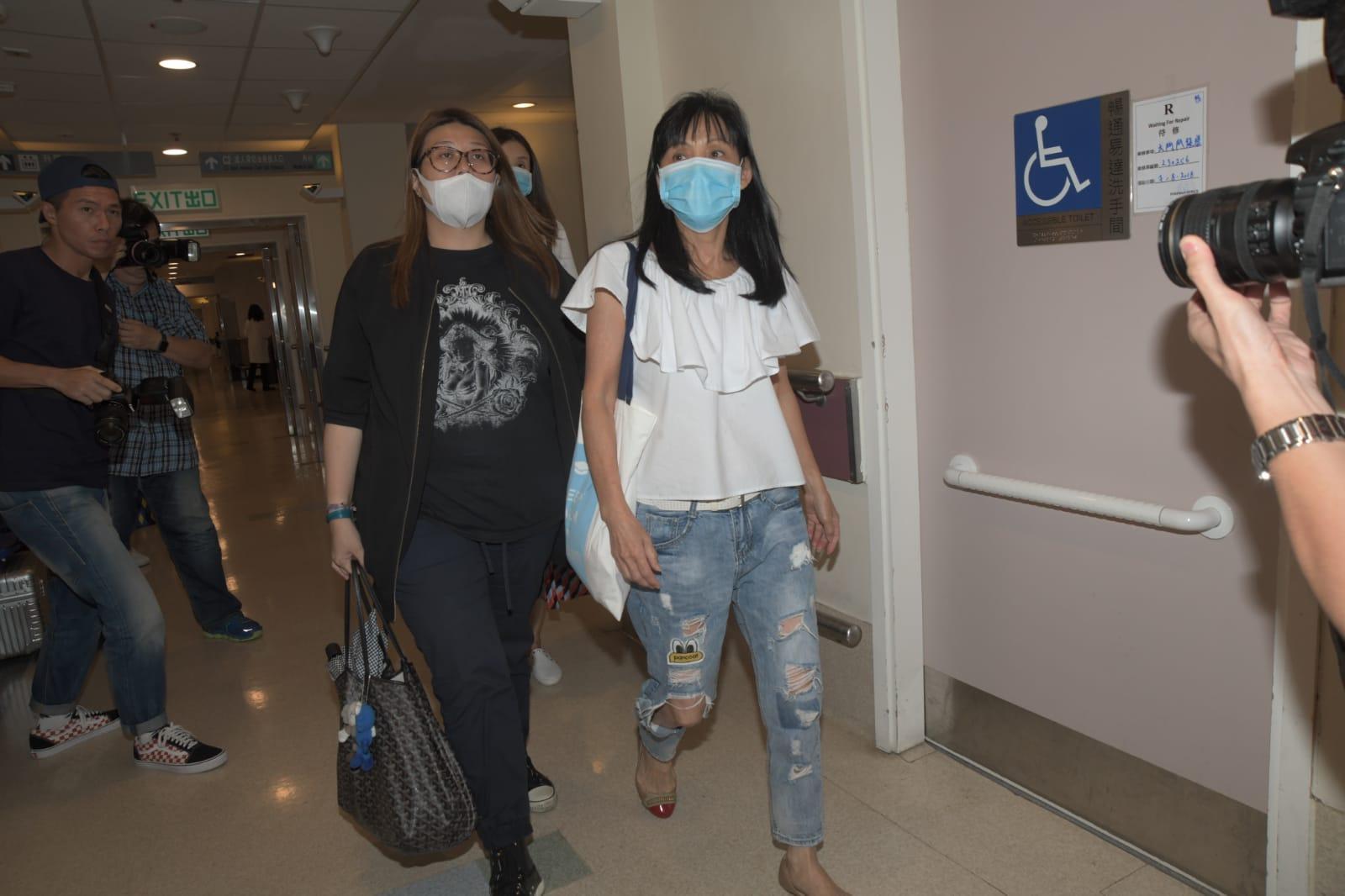 余媽媽下午與經理人再來醫院時,腳步已較輕鬆。