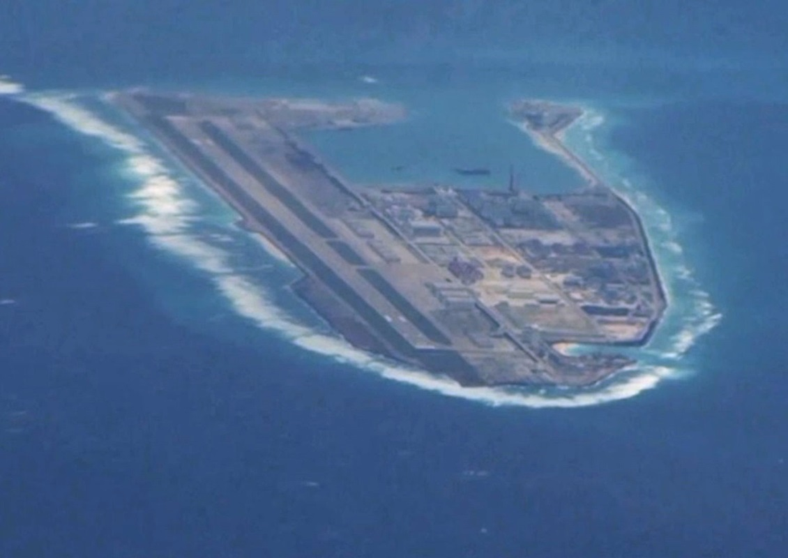 美媒記者拍下中國南海島礁。網圖
