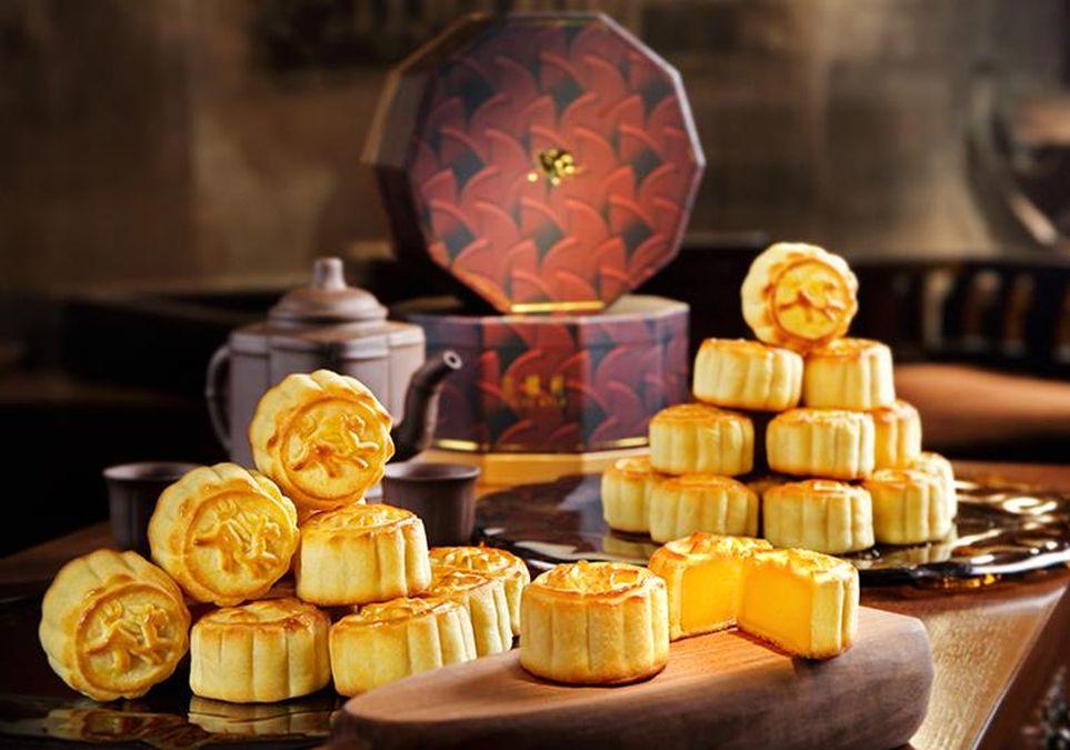 半島酒店嘉麟樓出品的迷你奶黃月餅一直大受歡迎。