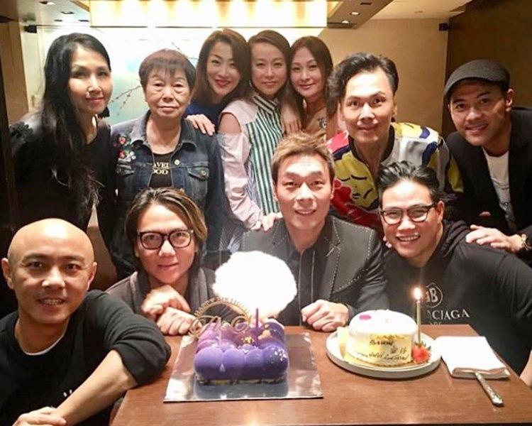 許志安51歲生日,與老婆鄭秀文及老友們食飯慶祝。(ig圖片)