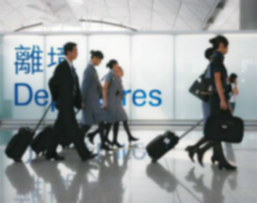 有空姐批評乘客不願自己手持登機證。資料圖片