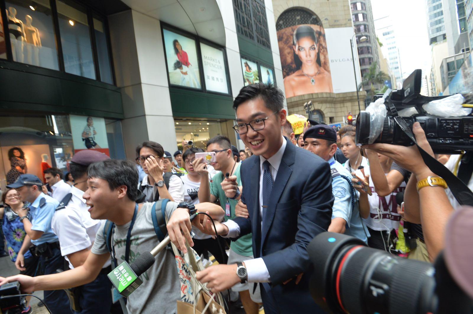 政府對FCC邀演講感遺憾,陳浩天表示如犯法可立即將他拘捕。