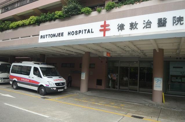 女子由救護車送往律敦治醫院搶救,惟最終不治。 資料圖片