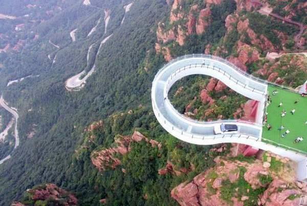 河南鄭州高空玻璃環廊。(網圖)